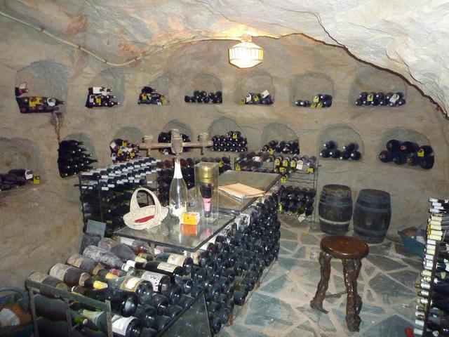 L'Etude est construite  au dessus de caves à champagne, nous pouvons