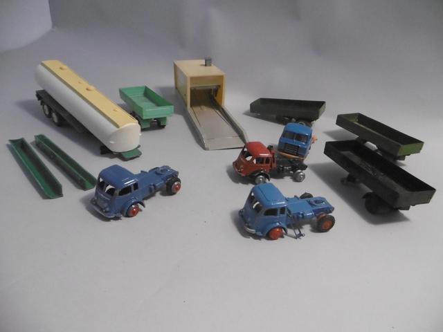 Pièces détachables CIJ et divers tracteurs et remorques avec garage