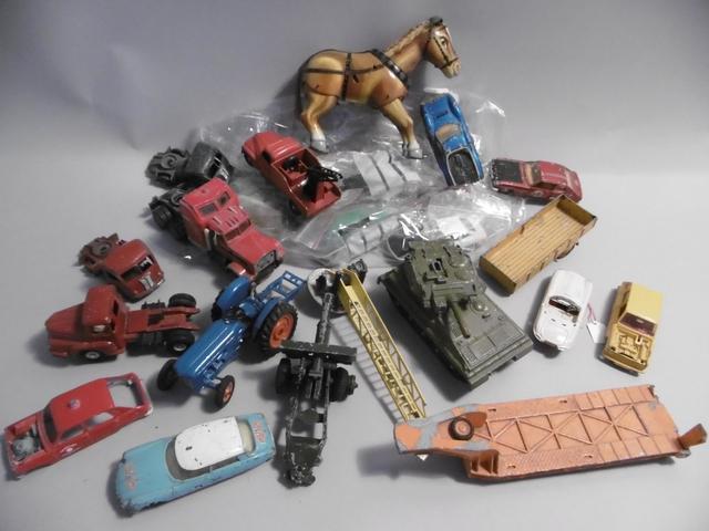 DTF et DTA.  Lot divers de parties de jouet en mauvais état. Fabrication