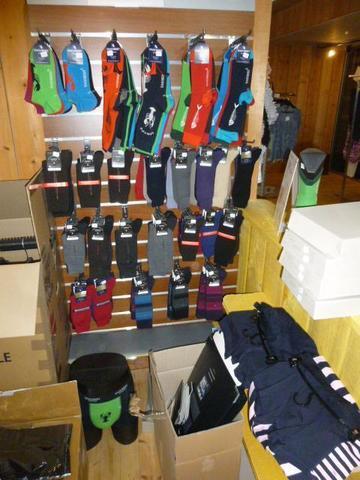 Stock de vêtements essentiellement masculin pour la collection été