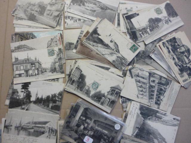 Cartes postales. 136 exemplaires à thématique régionaliste : Reims,