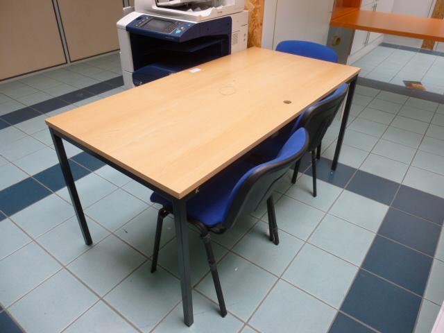 Table Rectangulaire En Stratifié Façon Bois + 3 Chaises Visiteurs