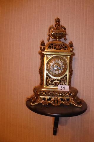 Pendule en bronze doré de style Louis XIV.