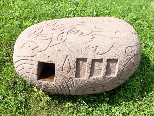 MURAKAMI Mika (Japonaise). Codigo Humano – Sculpture sur pierre