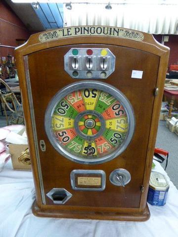 4603-249. « Le Pingouin », ancienne machine à sous murale avec