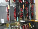 13 Véhicules de pompier présentées dans 5 boites avec pomipiers