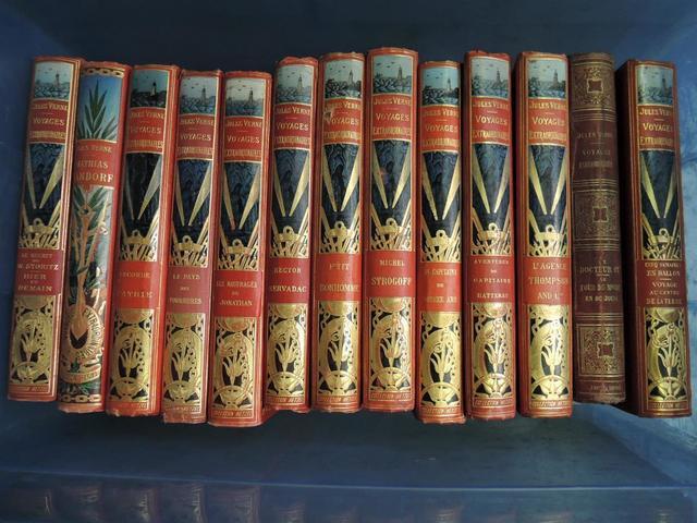 Collection comprenant 13 LIVRES Jules VERNE collection Hetzel.