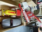 - JOUETS JOUEFF : Voiture Dauphine et Camion rouleau et Camion grue