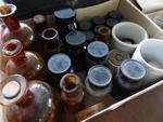 - Petits Flacons et Pots à pommade de Pharmacie en verre et porcelaine