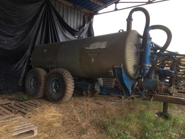 Une tonne à lisier 8 000 litres, DOUILLET, état de marche, 20  ans