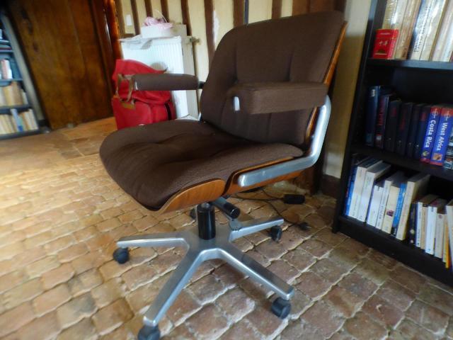 Chaise roulante de bureau, dans le goût de Charles et Ray Eams.