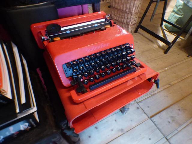 Machine à écrire Valentine pour Olivetti.