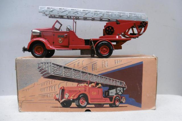 VEBE. Victor BONNET, années 50, Camion de pompiers grande échelle