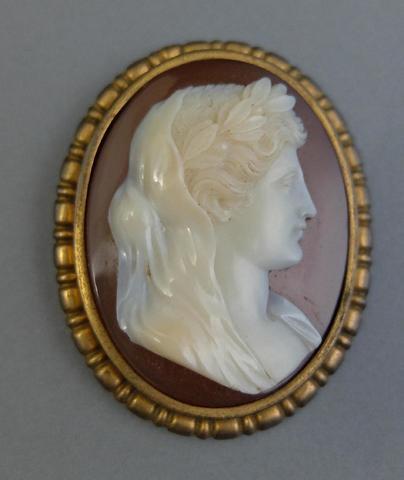 CAMEE sur agate figurant un profil de femme à l'antique de femme