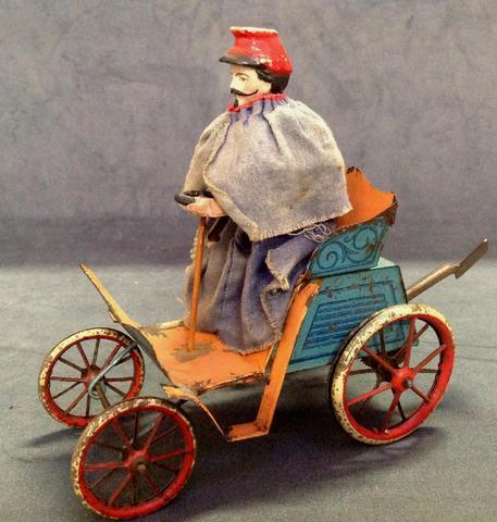 France fin XIXème - jouet automobile en tôle  soudée et finement