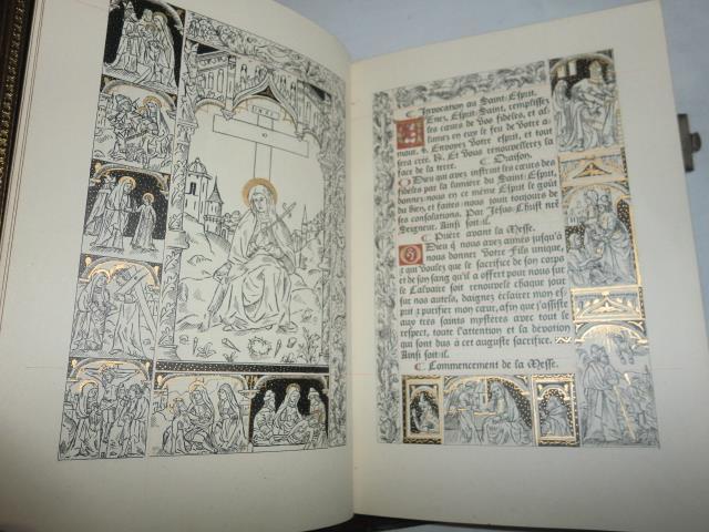 LIVRE DE MESSE  : rare livre de messe dont le texte imprimé en lettres