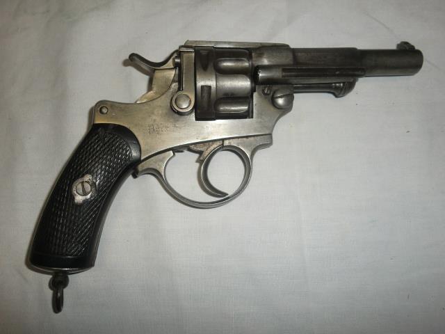"""Revolver modèle 1874, canon marqué sur la ligne de mire """"H Faure"""