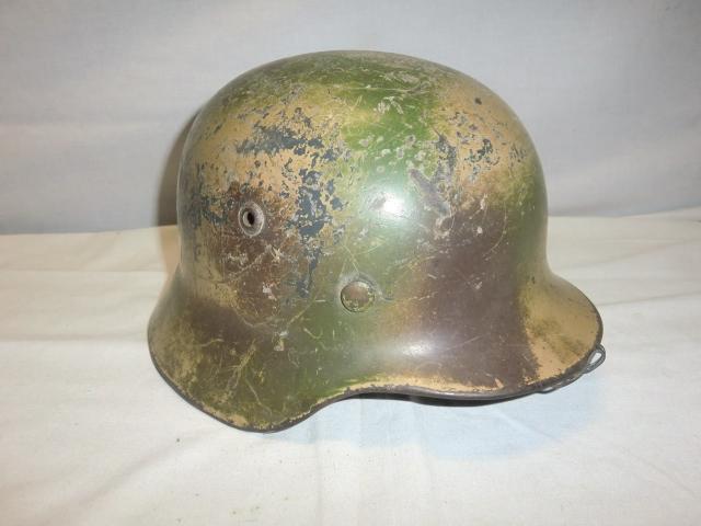 ALLEMAGNE  IIIème Reich : Casque modèle 1935, bombe avec camouflage