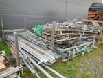 Échafaudage acier galvanisé  comprenant :11 plateaux trappe 3000x745