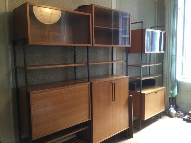 Important meuble secretaire bibliothque en chene, montants metalliques