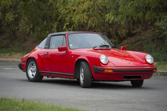 PORSCHE 911 T, 2, 2 l Targa,  1970 Look SC, restaurations à prévoir.