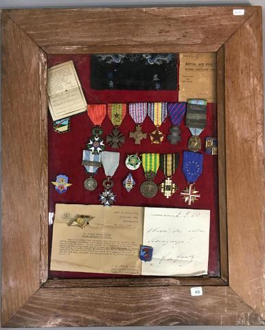 Ordres et décorations  ensemble de décorations d'une officier