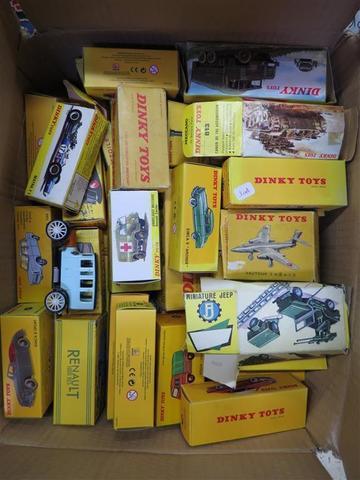 Lot de 130 automobiles miniatures Dinky toys.