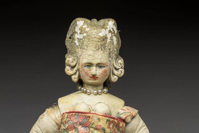 Exceptionnelle poupée royale de la cour de Louis XVI, tête-buste