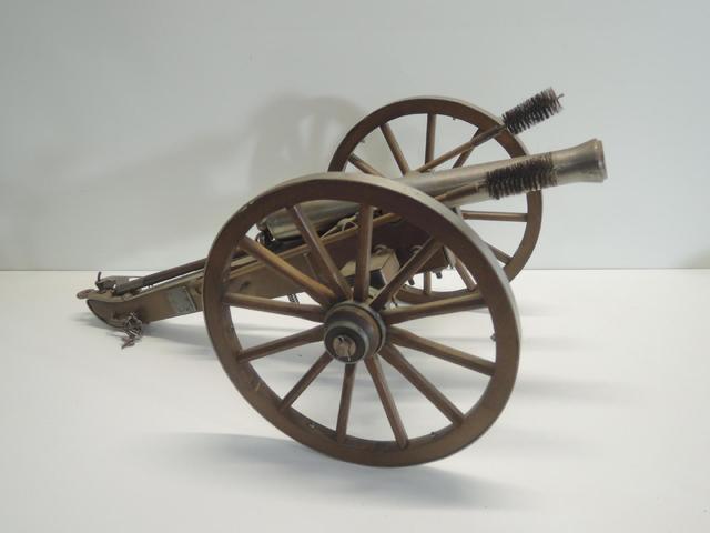 petit canon  contemporain de fabrication espagnole cal 70 à poudre