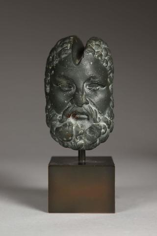 Rare pierre à aiguiser Prenant la forme d'une tête d'Hercule d'âge