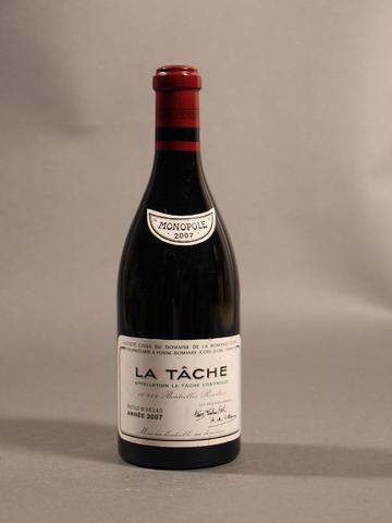 1B LA TACHE (Grand Cru) quelques marques et griffures étiquette ;