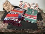 Lot de textiles divers de qualité dont cashmere ancien. ...