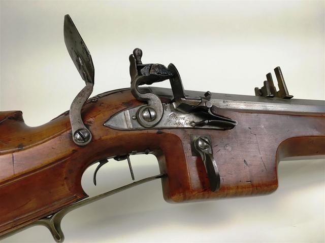 Important et fort fusil de rempart ou de tir à silex, période XVIIIème