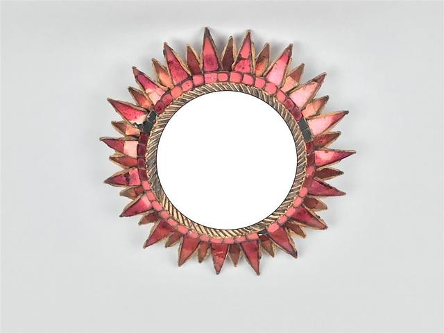 Line VAUTRIN (1913-1997). Miroir sorcière circulaire en résine et