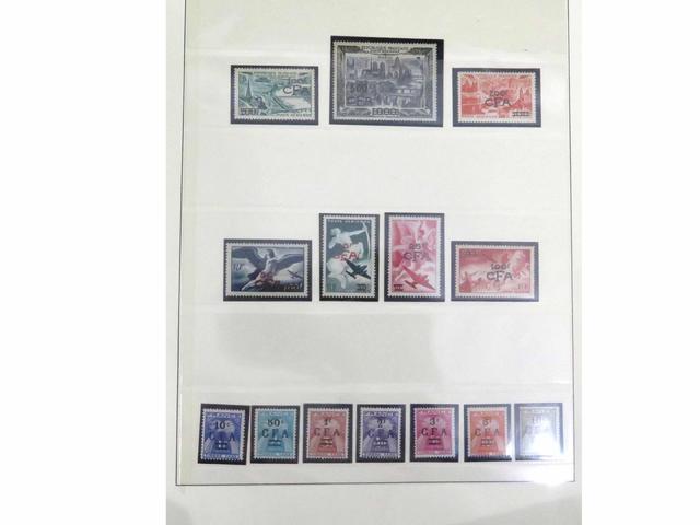 Belle collection de timbres de France en douze volumes Lindner, de