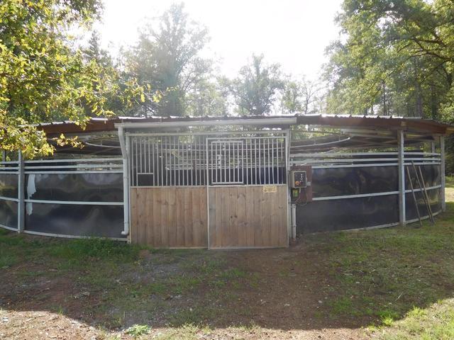 ABRI VERT - MARCHEUR couvert pour entraînement de chevaux électrifiable