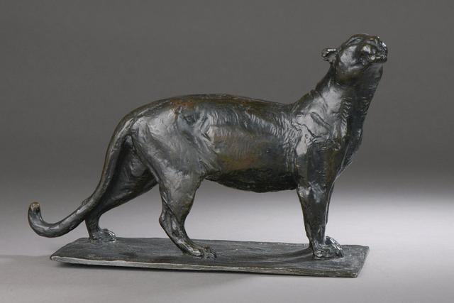 Roger GODCHAUX (1878-1958) La lionne Bronze patiné Signé sur
