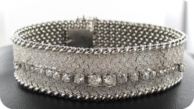 1 bracelet serti d'une ligne brillants (1 Ct env.), 52.8g or 750 mil.