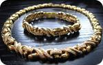 1 collier serti de brillants, 95.8g or 750 mil. AC, 1 bracelet assorti,