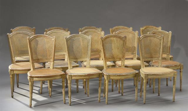 Suite de quatorze chaises cabriolet cannées à dossier tuile, en