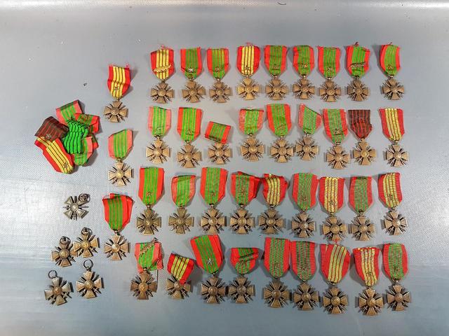 France Fort lot de Croix de guerre, principalement 1939, en taille