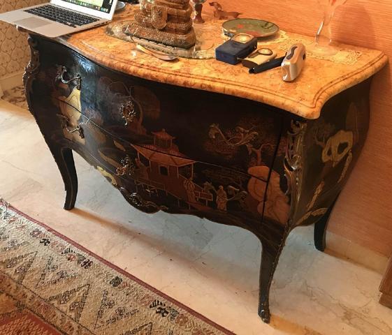 Commode en laque de style Louis XV