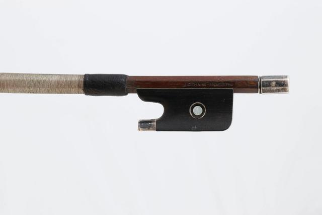 """Archet de violon d'Auguste HUSSON dit """"HUSSON MARIET, en bois proche"""