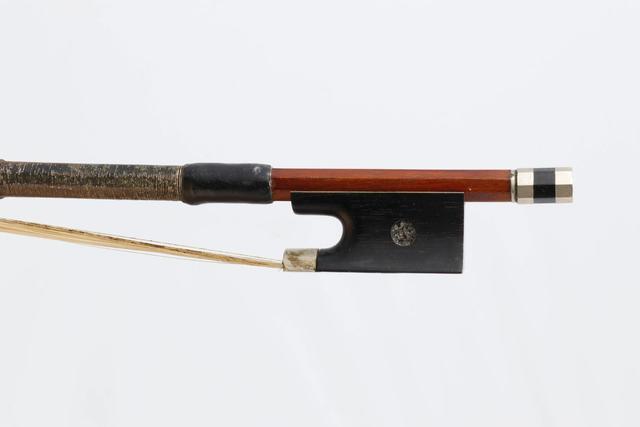 Archet de violon de Charles Louis BAZIN, monté maillechort 54g, avec