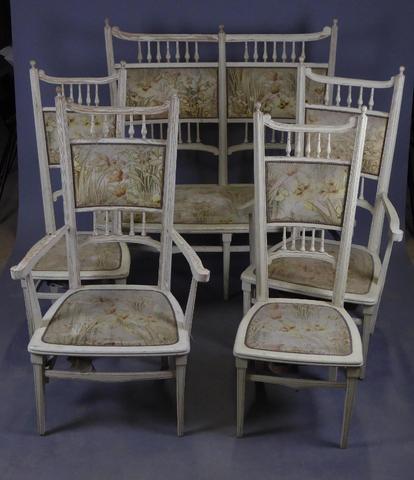 MOBILIER DE SALON en bois laqué blanc et garniture velours à décor