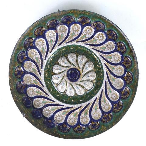 Plateau d'une tazza en émail peint polychrome avec rehauts de dorure,