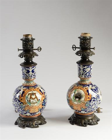 BLOIS Paire de lampes en faïence polychrome à décor de rinceaux,