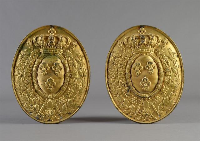 Deux plaques de notaire ou d'officier ministériel en cuivre embouti