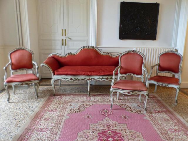 Italie XVIII° Salon de style vénitien rechampi or sur fond blanc