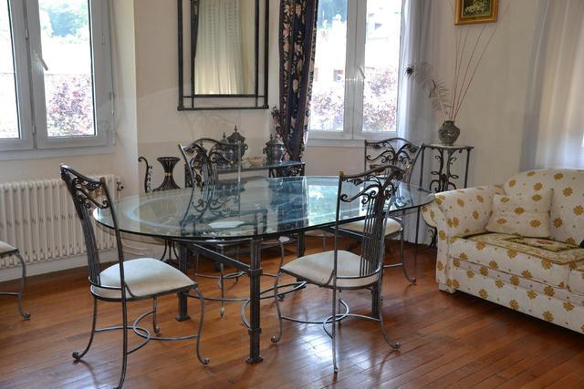 Beau mobilier de salle à manger contemporain en fer forgé : table